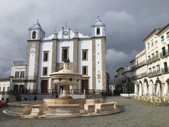 ‪Fountain of the Giraldo Square (Évora)‬