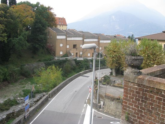 The roadway leading from Varenna train station to theferry to Bellagio