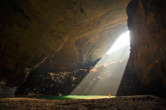 Quang Binh Province, Vietnam: Morning sunbeam in Hang En cave