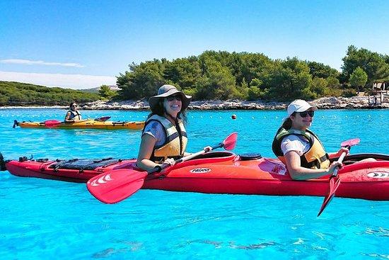 從赫瓦爾島到帕克萊尼群島的小團體海上皮划艇探險