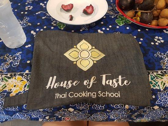 Hands-on Thai Cooking Class & Market Tour in Sukhumvit, Bangkok: 앞치마와 과일
