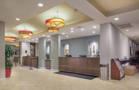 Crowne Plaza Ventura Beach: Lobby