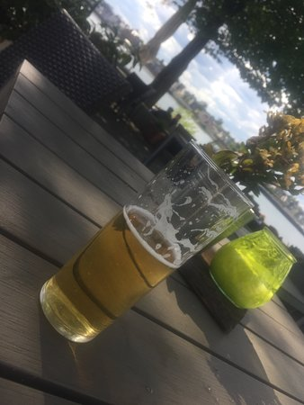 Urbar b Koblenz am Rhein, เยอรมนี: Kölsch im Kirmesglas. Das geht im Rheinland gar nicht. Zumal nicht zu dem Preis.