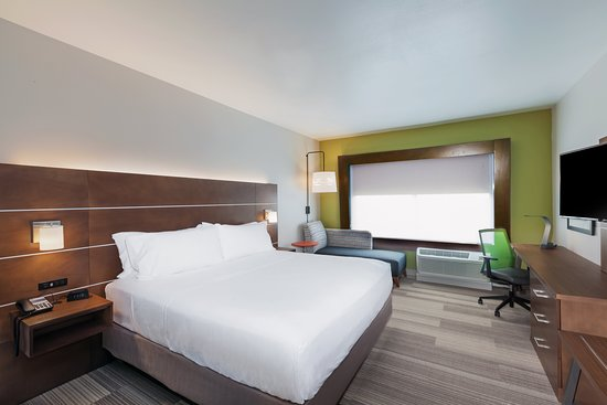 Holiday Inn Express & Suites Chanute: Guest room