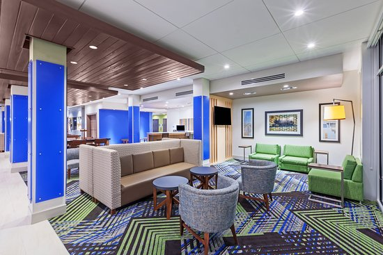 Holiday Inn Express & Suites Chanute: Lobby