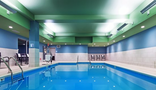 Holiday Inn Express & Suites Chanute: Pool