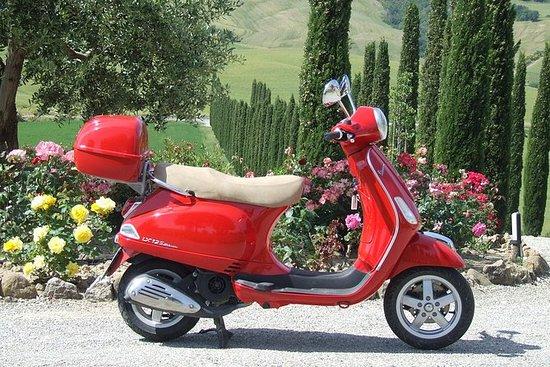 Fra Montepulciano til Pienza på Vespa...