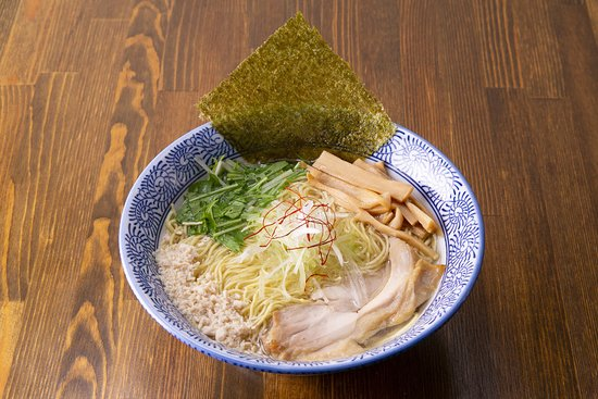 Salt Asagaya: 下北沢で行列の出来る『鶏そば そると』初の支店。  彩り鮮やかなトッピングの数々で 自分好みのSNS映えする『鶏そば』に仕上がります。  季節野菜を揚げてトッピングした 下北沢本店の人気メニュー『そるとそば』  阿佐ヶ谷店限定の 蒸し野菜のトッピングや 野菜を巻いた自家製鶏ハムなど 色々選べるトッピング。  あっさりの『鶏そば』と こってりの『鶏白湯そば』・『つけそば』 があります。