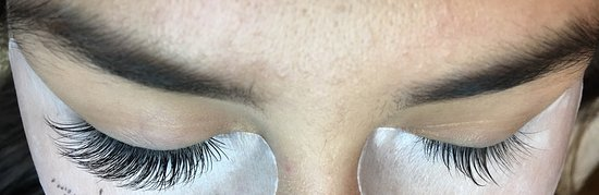 Eyelash extensions in the beauty salon LaLi