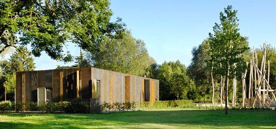 Le Pavillon Eden Rose au milieu du Parc Ouerbett