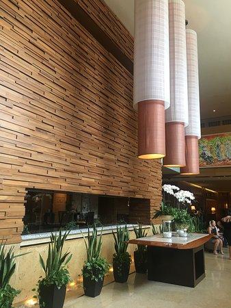 InterContinental Saigon Hotel: Impressive foyer area