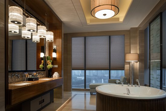 Hualuxe Hotels & Resorts Yangjiang City Center: Suite