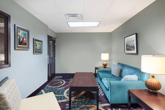 Staybridge Suites Memphis - Poplar Ave East: Lobby