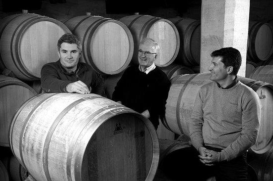 Saint-Laurent-des-Combes, France: Jean-Bernard Saby entouré de ses fils, Jean-Christophe et Jean-Philippe