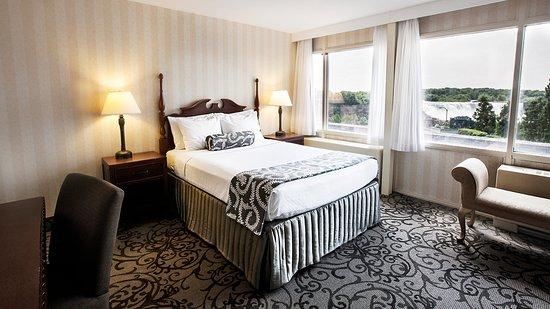 Crowne Plaza Niagara Falls - Fallsview: Suite