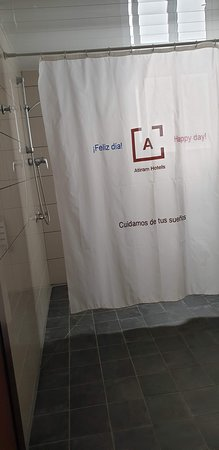 Tres Torres Atiram Hotel: The accessible bathroom