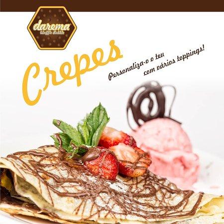 - Crepe com gelado Carte D'or, morangos e topping de chocolate
