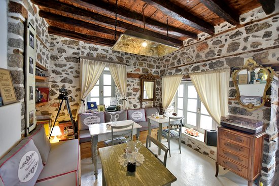 Mastoris Mansion Hydra Living Room