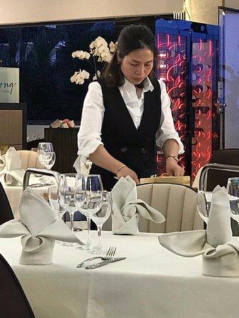 Hong Kong de Marbella: Servitris