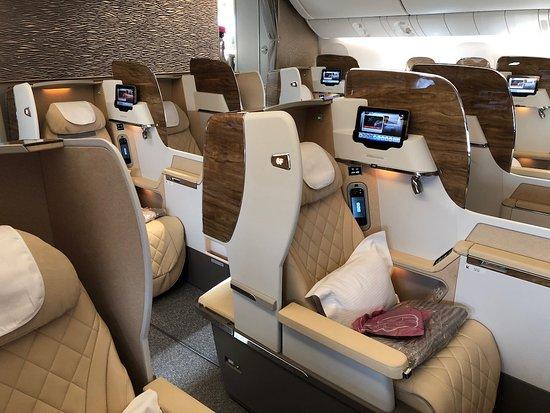 Emirates: La increíble zona Business del avión, aparantemente sin sentarte en uno de ellos podrías convencerte que es el mas espectacular que se ha visto, al menos en apariencia. Fue la sensación que tuve.