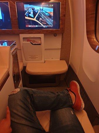 Emirates: Es el asiento extendido, aquí esperando el despegue. Mientras había sintonizado a través del tablet la BBC.