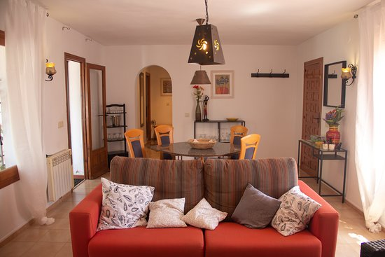 Monte Pego, Espagne : Sala dee estar con vistas al comedor / living room overlooking the dining area Wohnzimmer mit Blick auf den Essbereich