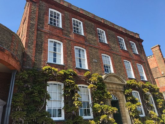 Peckover House: Front of the house.