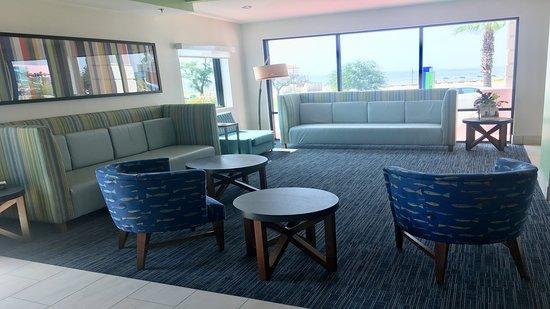 Holiday Inn Express Biloxi: Lobby