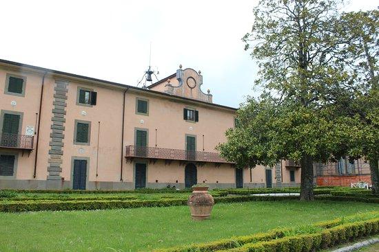 Vaglia, Itálie: Un edificio all'interno del parco