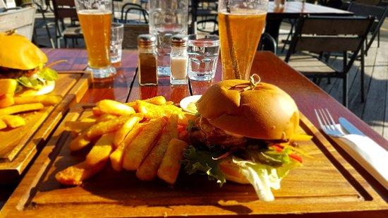 The Gintrap Restaurant & Bar: Delicious chicken burger