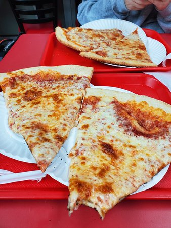 Little Italy Pizza New York City 401 7th Ave Midtown