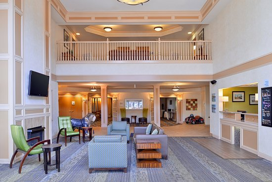 Holiday Inn Express St. Joseph: Lobby