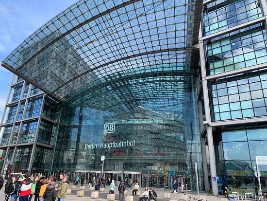 Berlin Central Station: Arrival Impressions