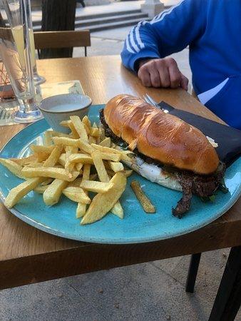 Pluto's Burger Bar: Beefsteak sendwich