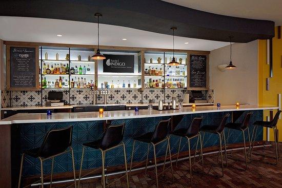 Hotel Indigo Austin Downtown - University: Bar/Lounge