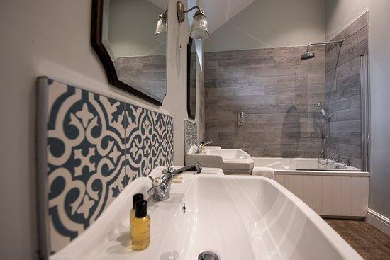 The George Inn: Ensuite Bathrooms in all bedrooms