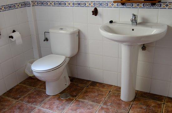 Ibero, إسبانيا: 3 baños con ducha por piso