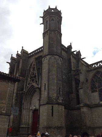 ...esterno dell'imponente Cattedrale di San Nazario...