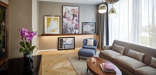 Andaz Deluxe Suite Bedroom