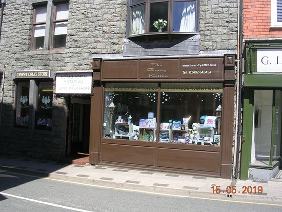 The Crafty Kitten shop front (Llanrwst Town Square)