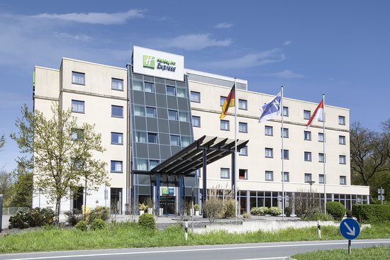 Overnight stay between flights - Review of Holiday Inn