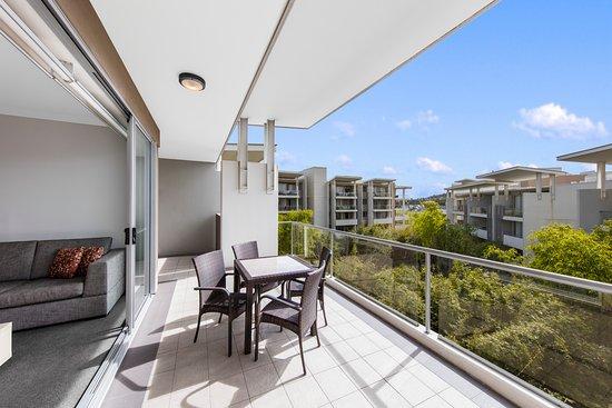 Balcony - Picture of Oaks Brisbane Mews Suites - Tripadvisor