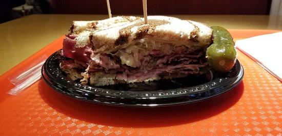 Greenberg's Deli: Reuben Sandwich