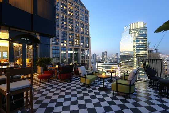 Mojjo Rooftop Lounge & Bar - Compass Skyview Hotel