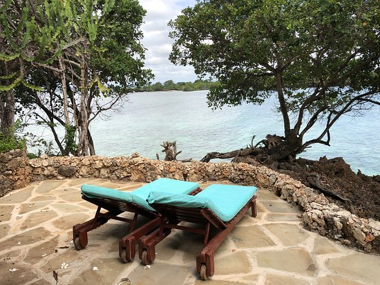 The Sands At Chale Island: Bandana 12