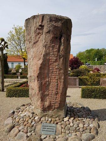 Runesten Ved Laeborg Kirke