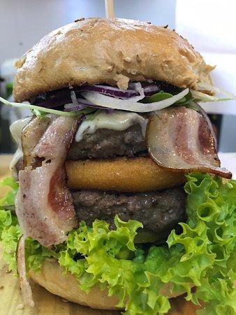 Przed nami piątek 😁 Już dzis zamów trzy burgery a czwartego dostaniesz gratis 🍔. Zapraszamy od 12 do 20 😉