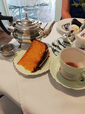 Margaret's Tea Rooms: Look at the size of this cake !