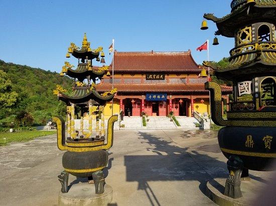 江苏省溧水县: 看上去好像还没修完。