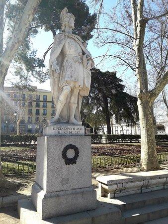 Estatua Pelayo, rei das Astúrias
